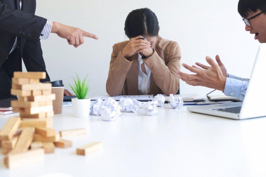 Danos morais e assédio moral no trabalho: entenda o que fazer nessas situações e quais seus direitos perante a legislação brasileira